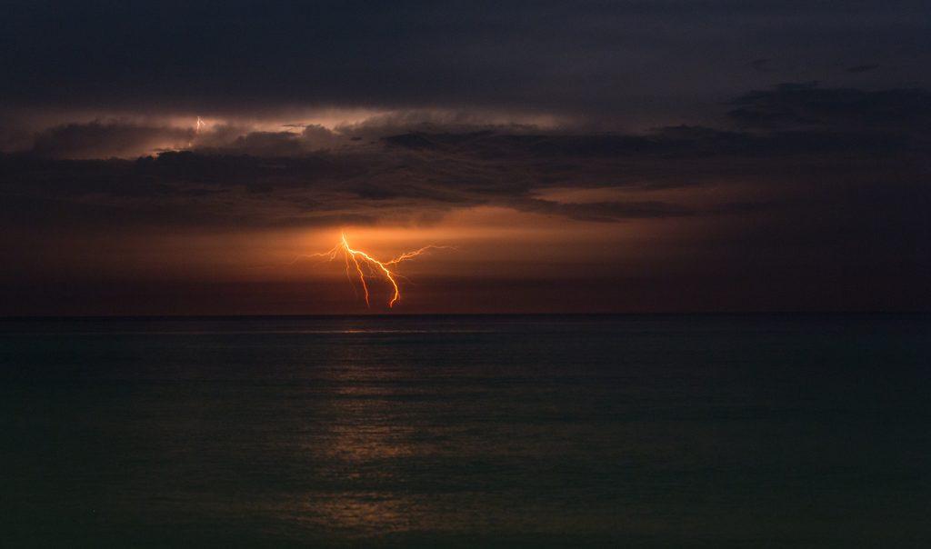 Descarga eléctrica en la mar