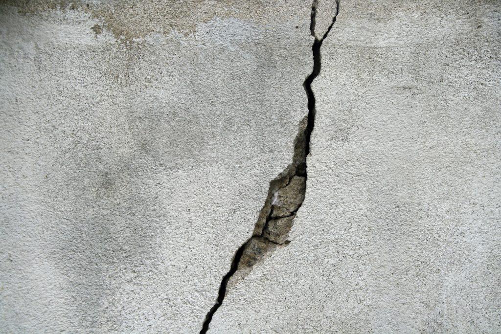 crack-695010_1920